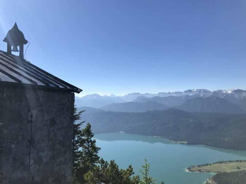 Herzogstand wandern - Walchensee Blick bei der Fahrenberg Kapelle