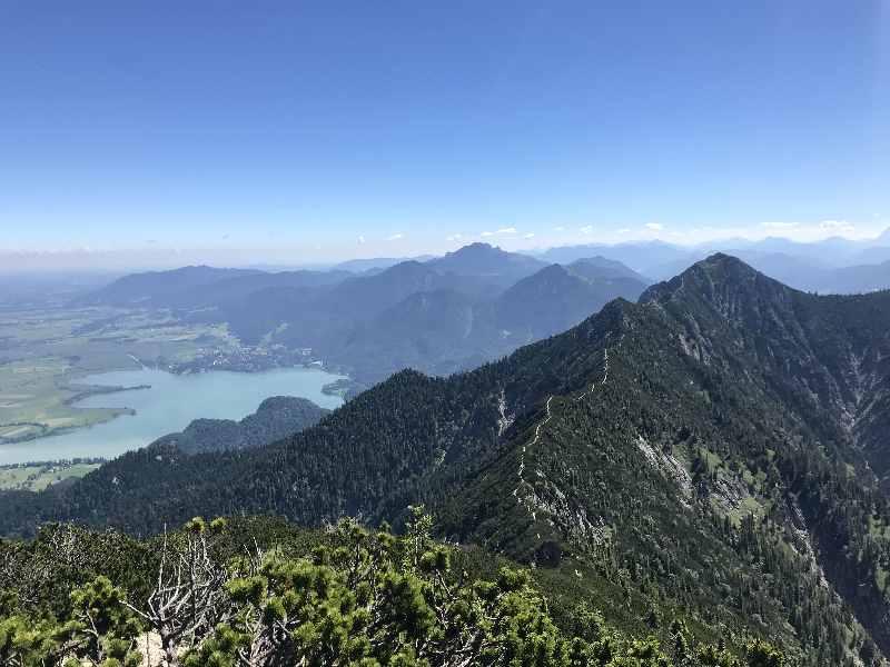 Herzogstand - der Blick vom Heimgarten auf den Herzogstand Gipfel