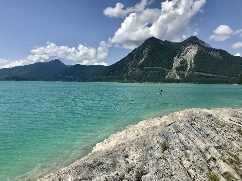 bayerische Karibik - willst du das Ufer rund um den See erleben oder die Berge?